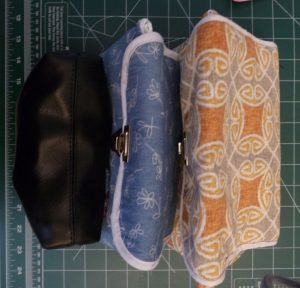 3 makeup bags, increasing in size from left to right