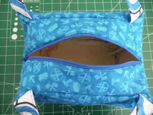 Closeup of top of blue tote with zipper open