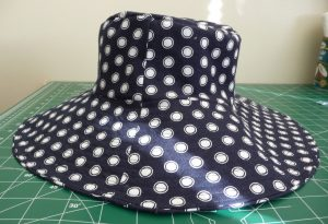 Side view finished sun hat (navy blue with white dots)