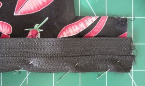 Pin black and pink exterior & black zipper tape RST